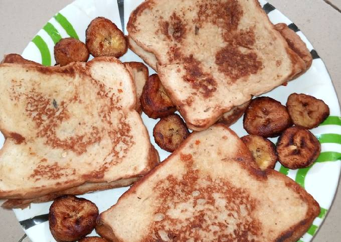 French toast bread with fried plantains