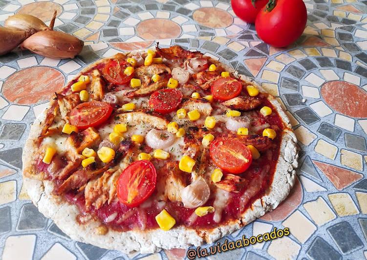Pizza con harina de maíz sin levadura