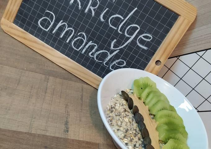 Porridge à la poudre d'amande / kiwi