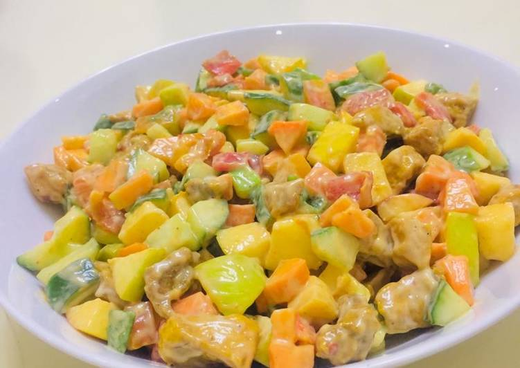 Chicken salad with thousand island dressing