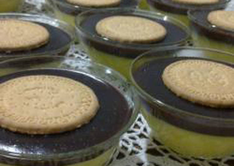 Plain and chocolate custard - custard haleeb w chocolat