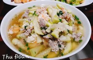 Canh bầu nấu với tôm tươi và thịt nạc