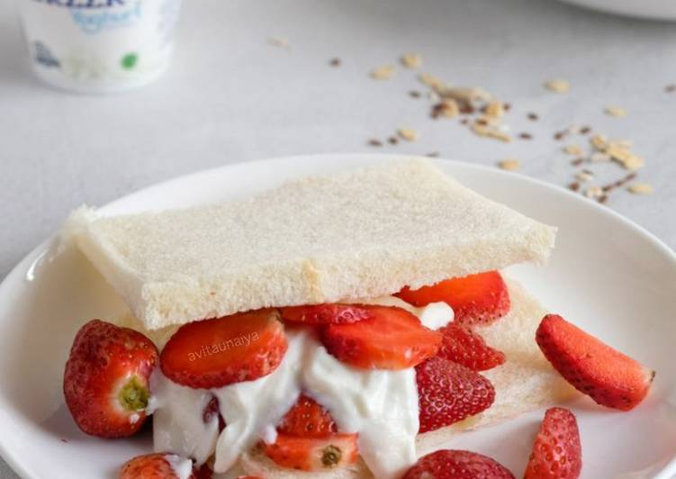 Resep Strawberry and Yogurt Healthy Sandwich Paling Gampang