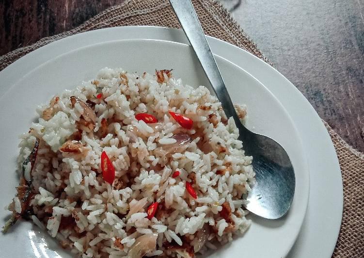 Nasi goreng ikan semalam