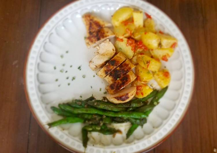 Easiest Way to Make Perfect Southern-Spiced Chicken with Potato Salad & Maple Green Beans