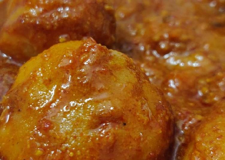 Foods That Make Your Mood Better Kashmiri dum aloo- A delicacy from further north
