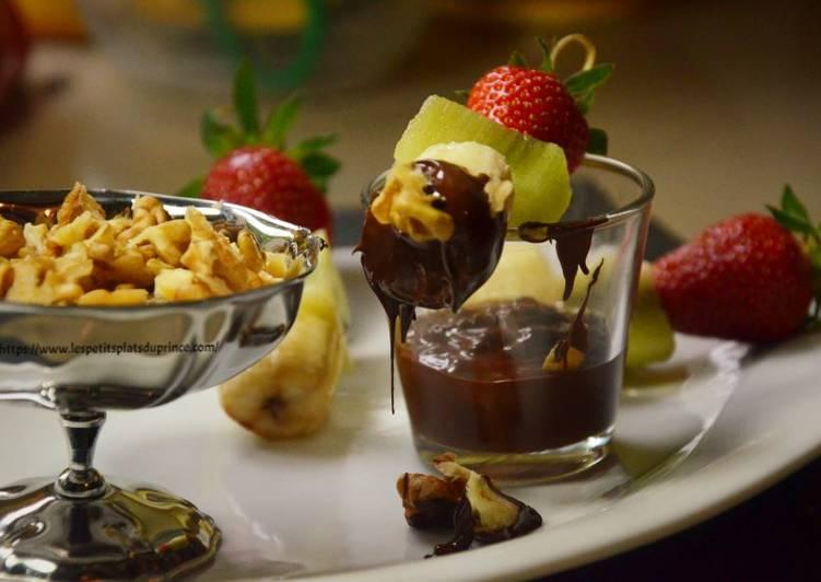 Fondue tutti frutti au chocolat et noix