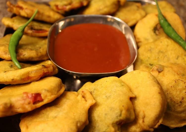 Tomato Pakoda / Tomato Bhajiya