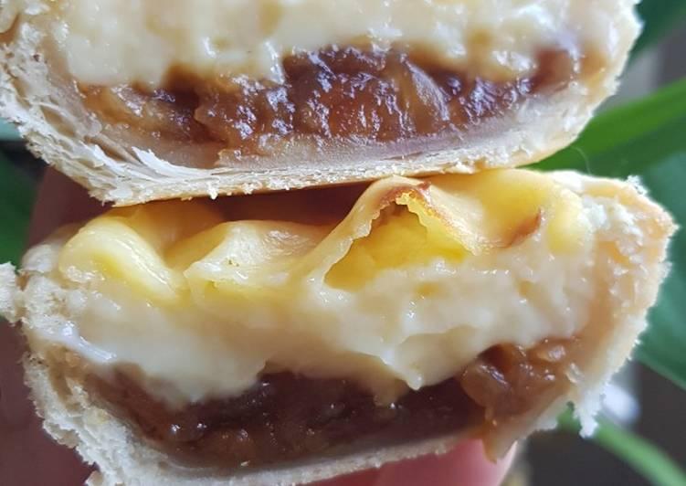 Pastelitos de hojaldre, crema y manzana