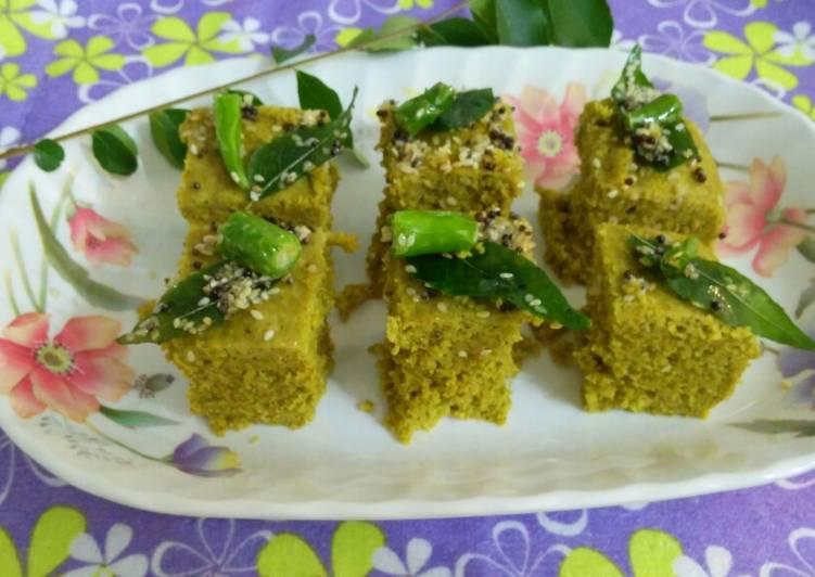15 Minute Recipe of Speedy Green Moong Dal dhokla