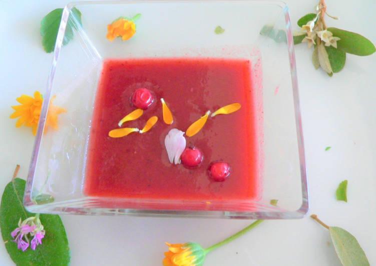 Gaspacho de tomates anciennes aux fruits rouges