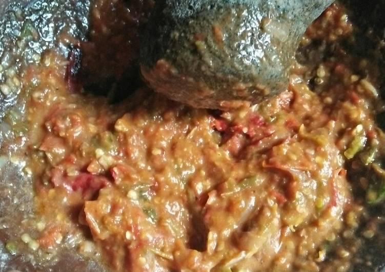 Sambal tomat pedaass