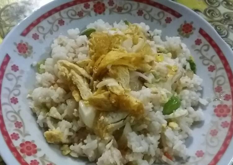 Bagaimana Menyiapkan Nasi goreng kampung yang Menggugah Selera