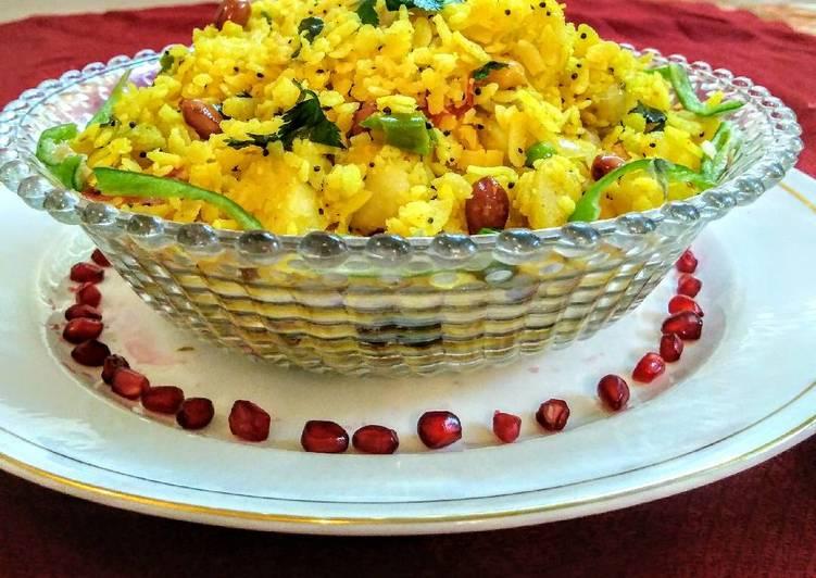 Indian flattened rice dish(poha)