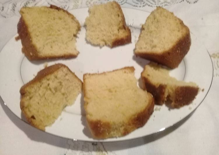 Buttercake with lemon