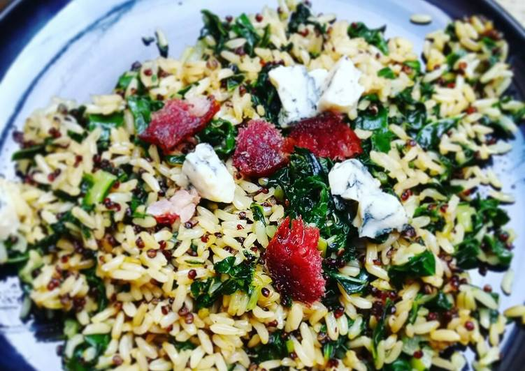Recipe of Perfect Brown rice & quinoa with spinach, blue cheese and salami