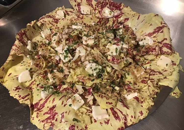 Salade castelfranco au chèvre et noix sauce au miel