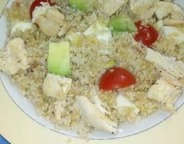 Ensalada de quinoa con pollo y aguacate