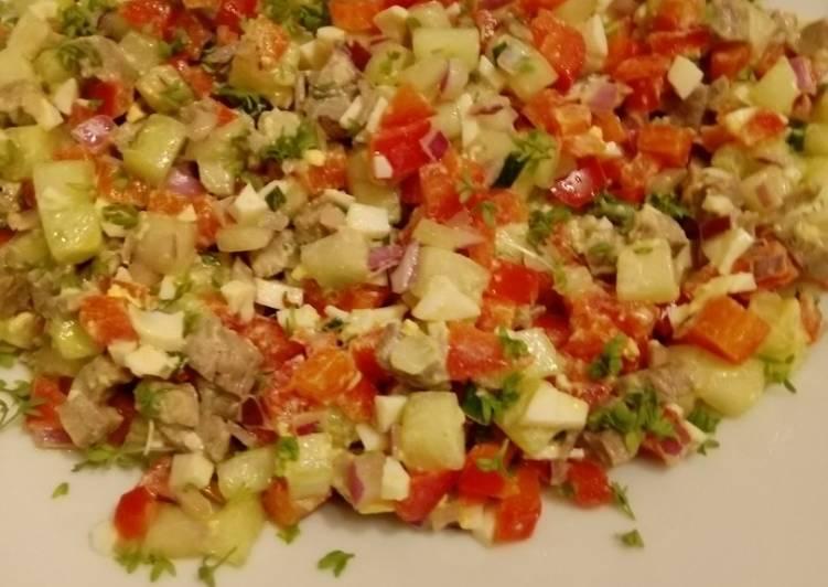 Paprika-Gurke-Rindfleisch-Salat mit Bozner-Sauce
