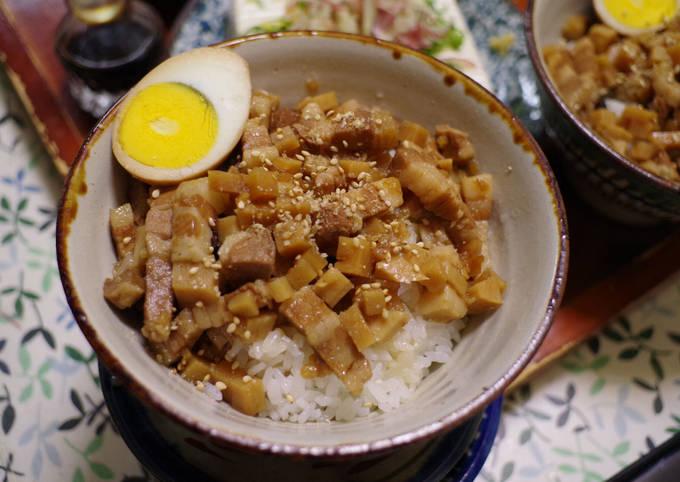 Lu Rou Fan (滷肉飯, Taiwanese Braised meat rice bowl)