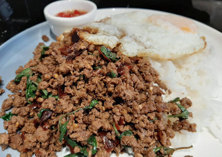 My version of Thai Basil Beef (Pad Ka Prao) with dried chillies, topped with fried eggs, In This Article We Are Going To Be Looking At The A Large Amount Of Benefits Of Coconut Oil