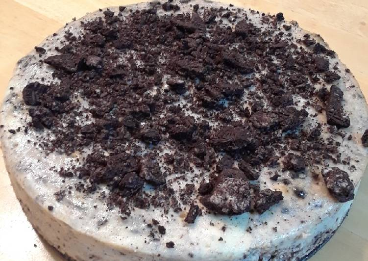 Cookies-n-Cream Cheesecake