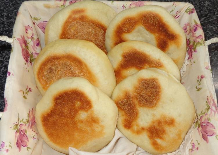 PANECILLOS INGLESES.  ENGLISH MUFFINS