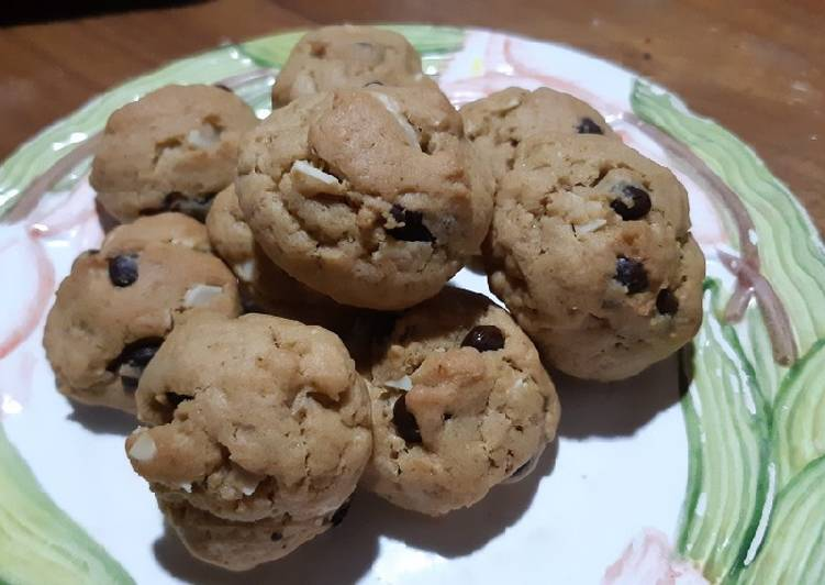 Soft and chewy chocolate chip almond cookies