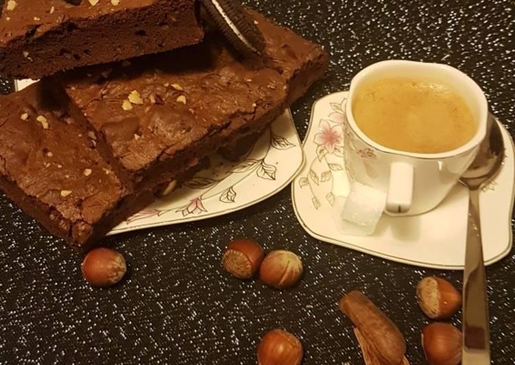 Brownie aux noisettes, noix de pequant et oreo
