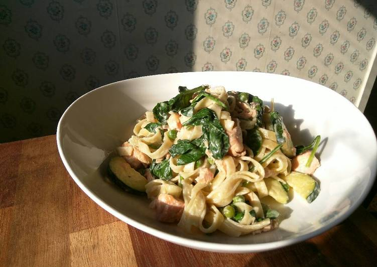 Simple Way to Prepare Homemade Salmon And Green Vegetable Tagliatelle