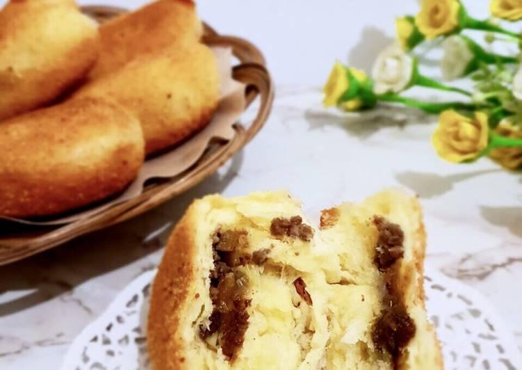 Roti Goreng isi daging cincang