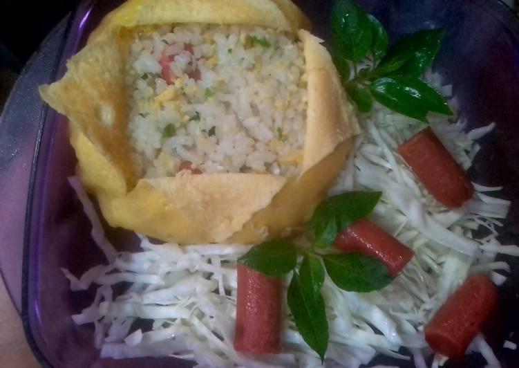 Bagaimana Membuat Nasi goreng bayam bungkus telur Super Enak