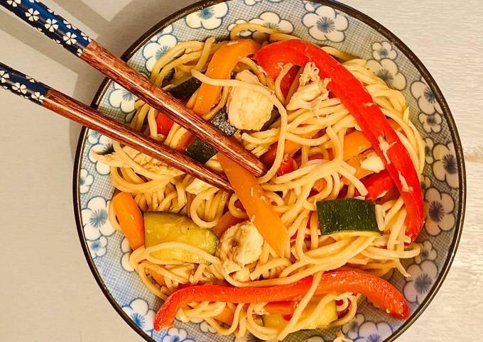 Nouilles chinoise aux poulet et petits légumes