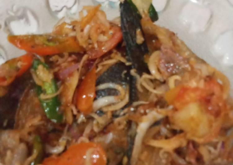 Tumis ikan asin (gabus & teri nasi)