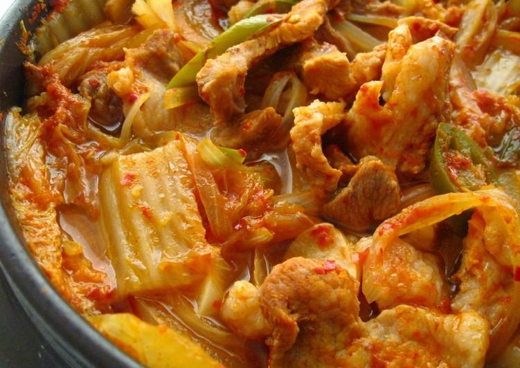 Easy Kimchi Jjigae (김치 찌개 - Kimchi Stew) for Two