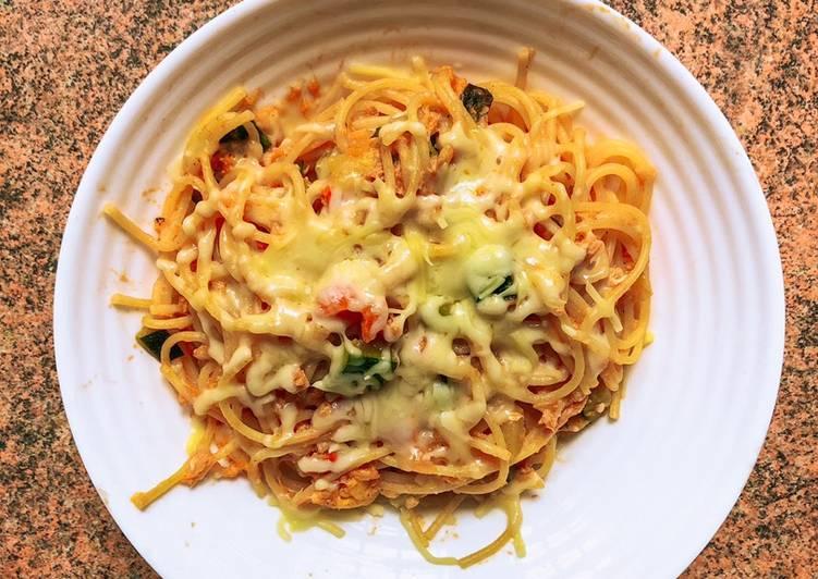 Spaghetti con calabacín y atún