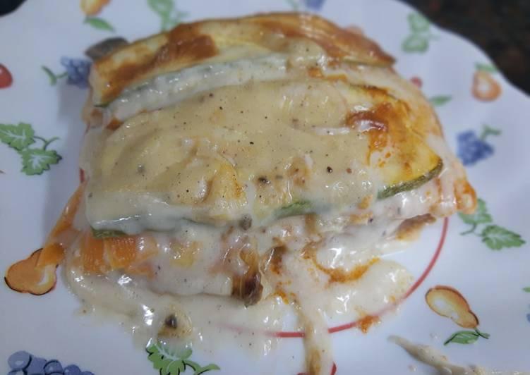Lasagna de vegetales con bolognesa, salsa blanca y queso ❤️