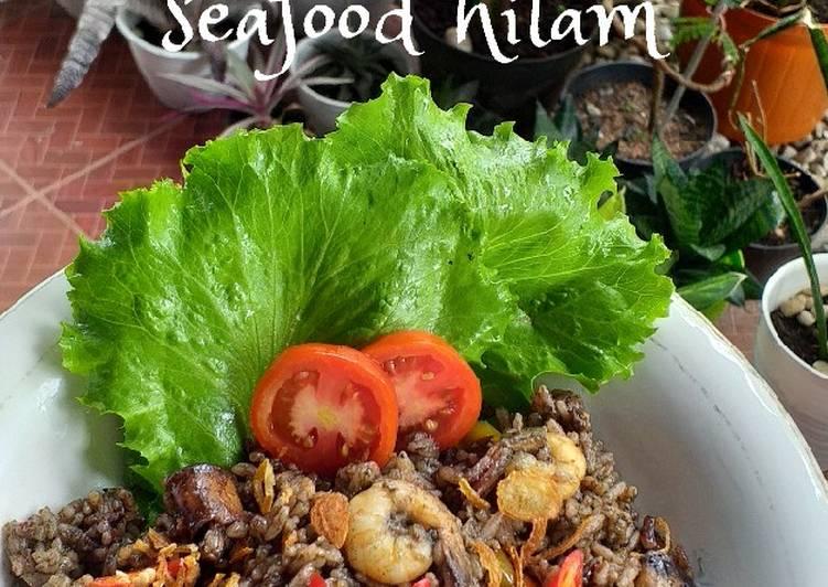 52. Nasi Goreng Seafood Hitam