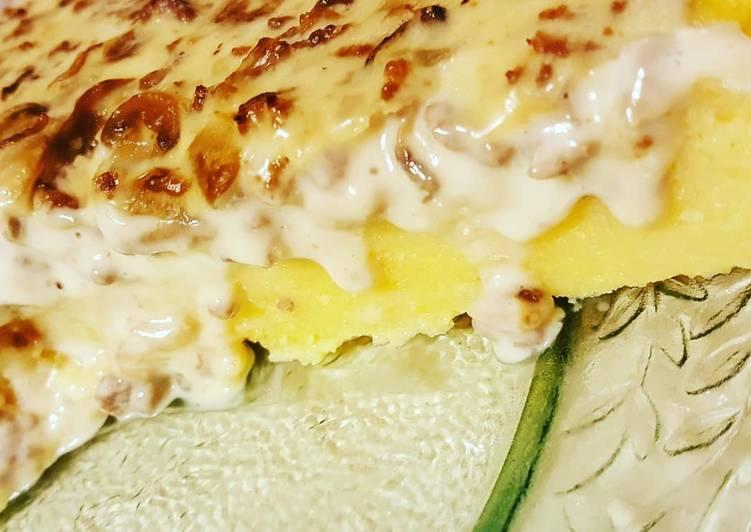 Crostata di polenta funghi e salsiccia