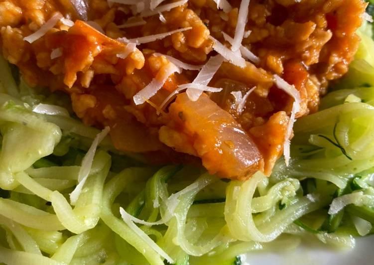 Espaguetis de calabacín y boloñesa de soja texturizada