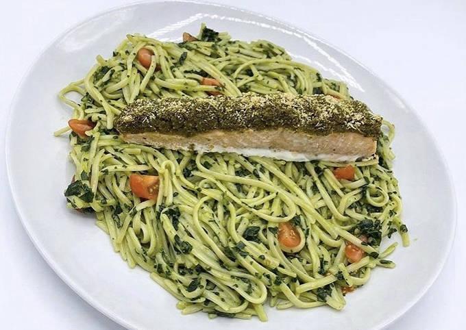 Pavé de Saumon en croûte de Pesto et ses Pâtes aux Épinards