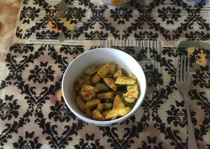 Curry chicken breasts with zucchini/courgette