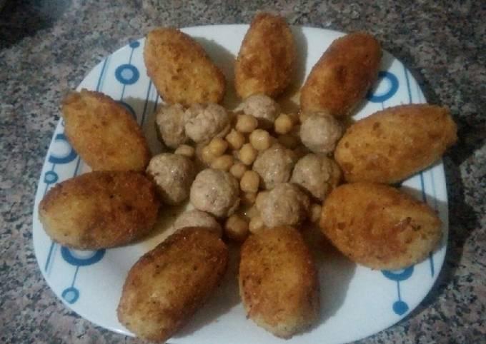 Croquettes farcies aux œufs avec les boules de poulet