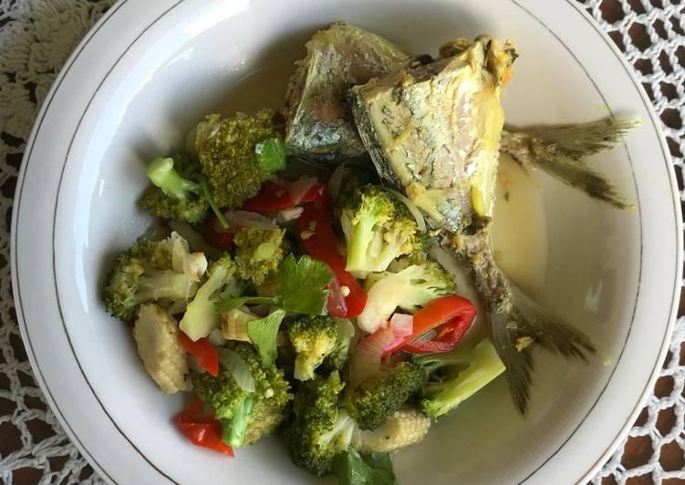 (Eat Clean Menu) Sup Ikan Pindang + Tumis Brokoli & Babycorn