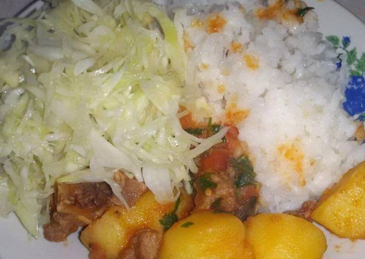 Rice served with beef and veges