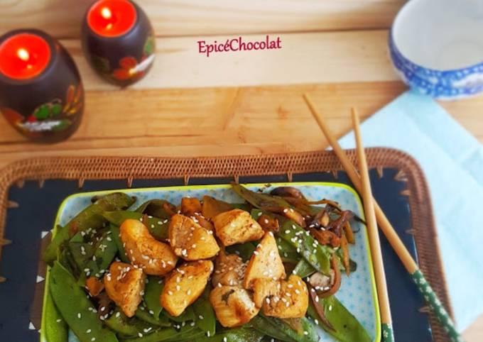 Wok pois mange tout, champignons et poulet