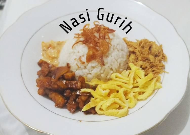 41. Nasi Gurih (nasi uduk)