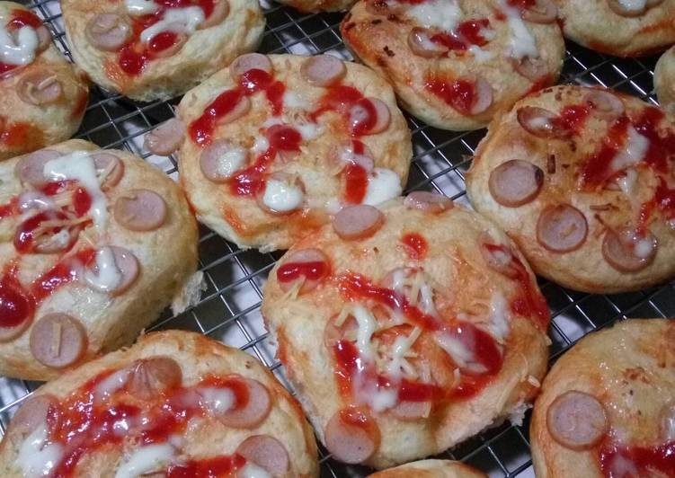 Langkah Mudah untuk Membuat Pizza mini empuk Anti Gagal
