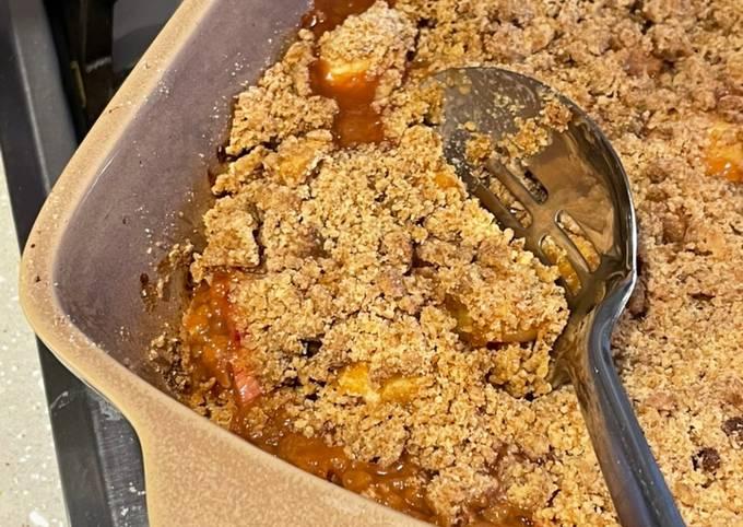 Rhubarb, Apple & Ginger Crumble 🍎🍏