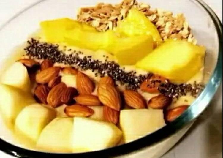 Recipe of Perfect Mango Banana smoothie bowl